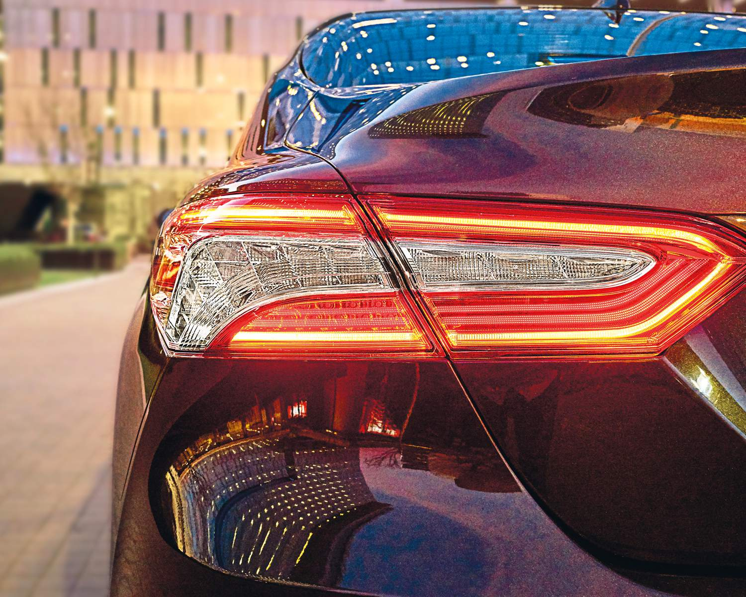 toyota-2018-camry-premium-smoked-led-tail-lamp-l