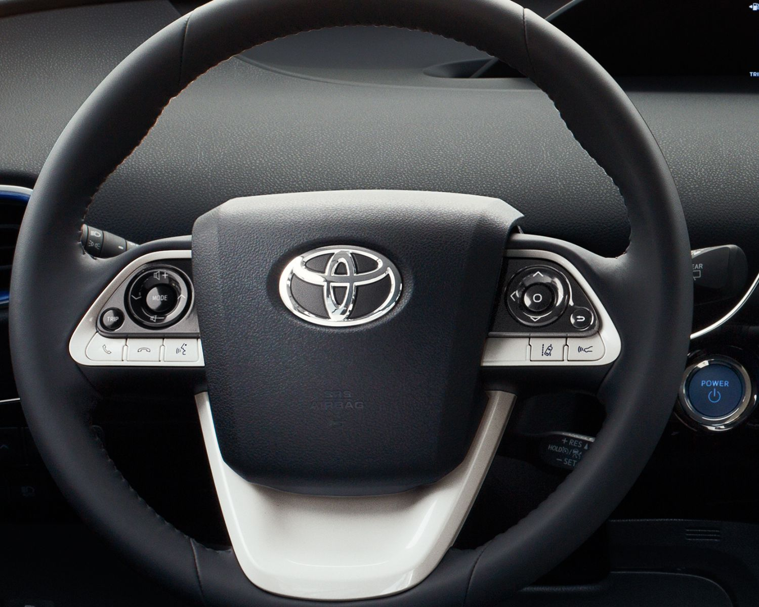 toyota-2018-prius-interior-steering-wheel-l