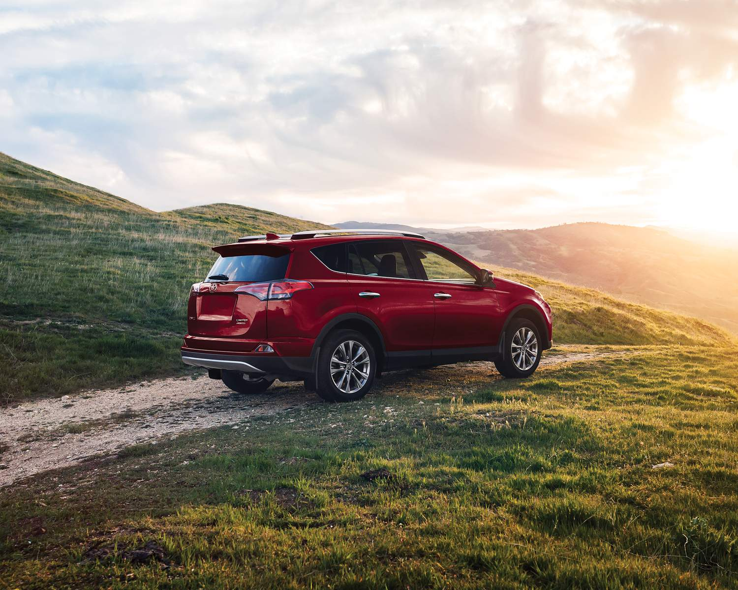 toyota-2018-rav4-awd-le-ruby-flare-pearl-l